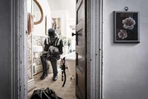 Ian Pool Shows the Everyday Lives of Comic Book Stars