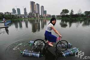 Li Wieguo's Amphibious Bike is Eco-Transportation and Exercise