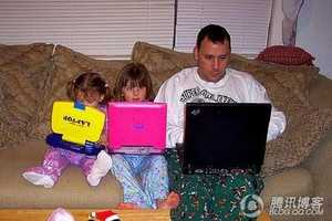10 Images of the Severely Internet Obsessed