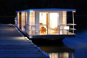 MetroShip Revamps Living On Water With Prefab Boats