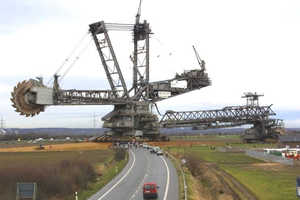 The World's Largest Digger Weighs an Astonishing 45,000 Tonnes