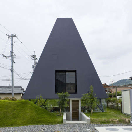 Subterranean Residences - Suppose Design Office Creates Illusion of Pit House