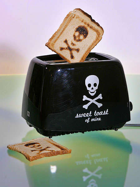 Skull & Cross Bones Toaster