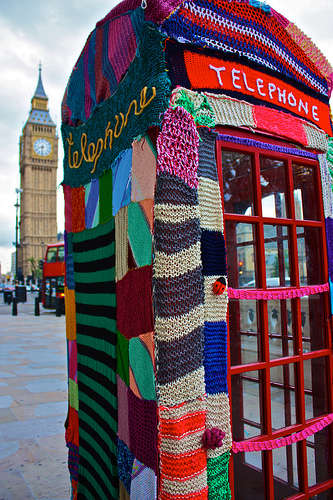 Guerrilla Urban Knitting - Knit the City is Yarnstorming London with Wool