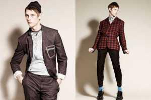 Alexander McQueen's Fall 2009 Models Look Uncomfortable