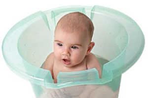Soothing Baby Hot Tub Takes the Squirminess Out of Bath Time