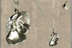 'Black Jewls' Organ Necklaces Help Get Your Hearts Pumping