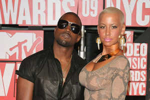 Amber Rose's Slinky MTV Music Awards Red Carpet Fashion