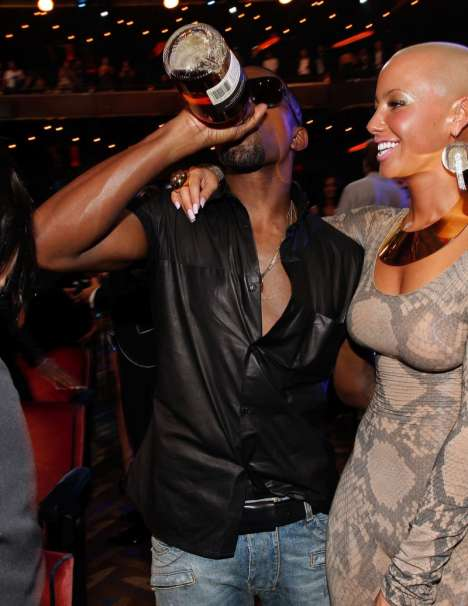Red Carpet Liquor - Kanye West Knocks Back Hennessy Cognac to Get Ready for MTV Hijinx