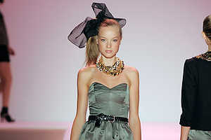 Milly Spring 2010 Fashion Show Featured Side Pony Tails and Lace
