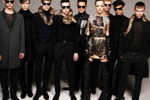 A Hot Mob of Models in the Z Magazine's 'Stand der Dinge' Editorial