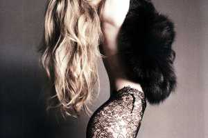 Revealing Looks in the Tush Editorial 'Lich Mich' (Let Me)