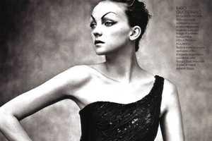 Heather Marks in Elle Italia Rocks a Vintage Beauty Look