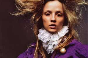 Ruffled Collars & Cinched Waists in the Amica Italia November 2009 Issue