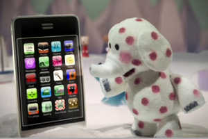 Verizon Wireless Misfit Ad Shows the iPhone as an Outcast in the North Pole