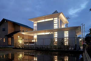 The A-Ring House in Japan Uses Aluminum to Reduce Energy Costs