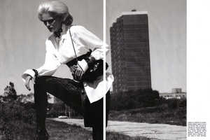 'Fashion Mix' in Vogue Italia Shows a Mature Carmen Kass Causing Trouble