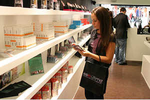 Esloutimo Shop Charges Customers to Test a Variety of Products