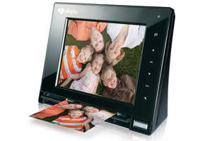 Hammacher Schlemmer Digital Photo Frame Scans Pictures