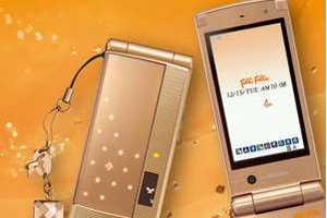 Folli Follie Gold Fujitsu Phone Launched in Japan
