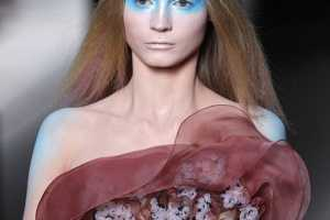 Bold Makeup at Valentino Spring 2010 Couture