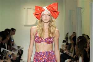 Diane Von Furstenberg Resort Wear 2010 is Colorful