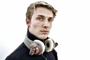 The Multimedia Headphones Treat Your Eyes and Ears