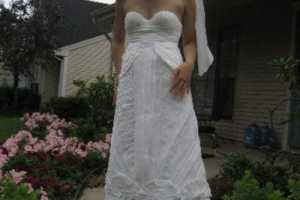 Women Make Toilet Paper Wedding Dresses for Contest