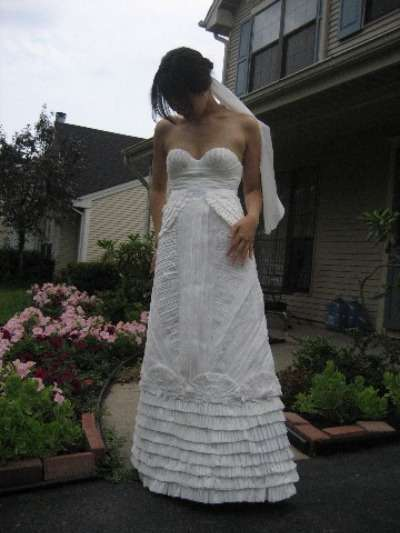 Bathroom Bridal Wear - Women Make Toilet Paper Wedding Dresses for Contest