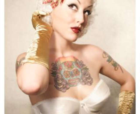 playful pin-up girls