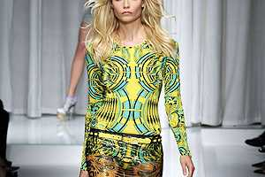 The Versace Spring 2010 RTW Fashion Show Would Make You Dizzy