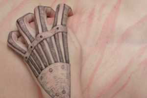 Body Distortion Skin Drawings by Lynn Palewicz Look Like Tattoos