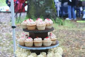 These Wedding Cupcake Displays Go Beyond Regular Cupcake Goodness