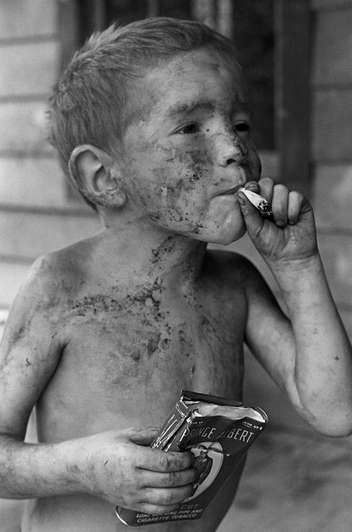 Chain-Smoking Tots - Ardi Rizal is a Two-Year-Old Child Addicted to Smoking