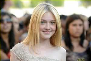 Dakota Fanning's Fabulous Elie Saab Dress for the 'Eclipse' Premiere