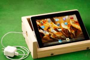 The iBox Sound-Enhancing iPad Stand Looks Shabby-Chic
