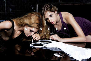 Fake Ad Uses Cocaine to Convey Fashion Junkies
