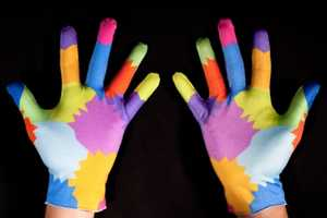 These Colorful Lycra Gloves Use a Gesture-Based Computer Interface