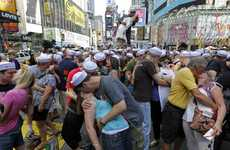 Mass Makeout Sessions - Crowd Gathers for Times Square VJ Day Reenactment