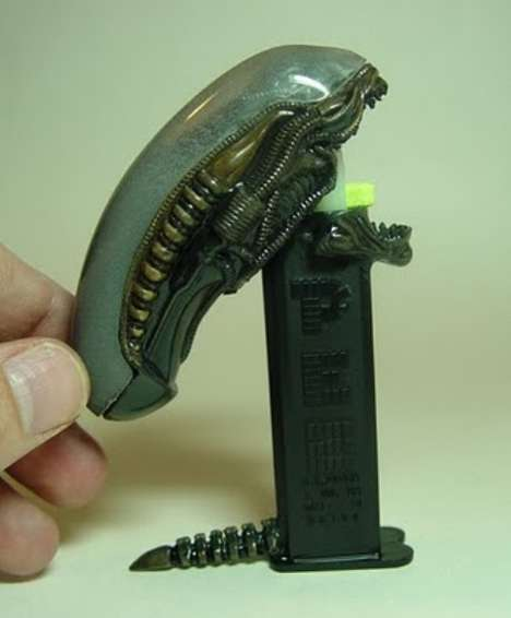 Aliens PEZ Dispenser