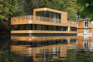 Houseboat on the Eilbekkanal by Rost Niderehe Architects is on Water