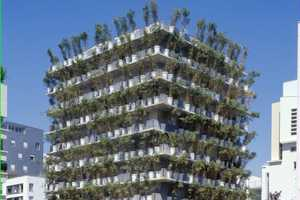 The Tower Flower in Paris Reinvents the Green Wall Concept