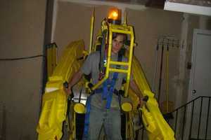 Life-Sized Aliens Power Loader Costume is Frighteningly Realistic