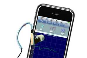 The Pulsear iPhone Heart Monitor Tracks Your Heart Through Your Ears