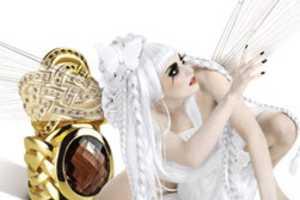 Franziska von Drachenfels' 'Never Ending Love' Collection