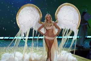 The Victoria's Secret 2010 Show Looks Extravagantly Spectacular