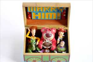 Michael Miszta Creates a Cartoon 'Toy Story' Engagement Box