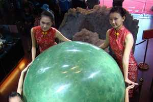 World's Largest Glow-in-the-Dark Pearl is Valued at $331 Million