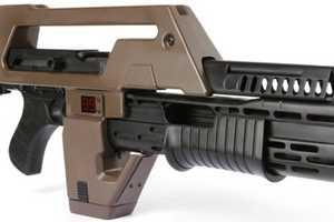 The 'Aliens' Pulse Rifle Keeps Aliens and Predators at Bay