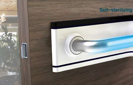 door handle with self sterilization system